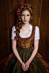 Lena-Hoschek_Dirndl-HELENE_Lupi-Spuma