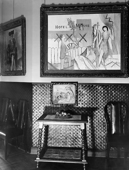 Bilderwand in einem Zimmer des Hauses vom Kunsthändler Alfred Flechtheim, Berlin