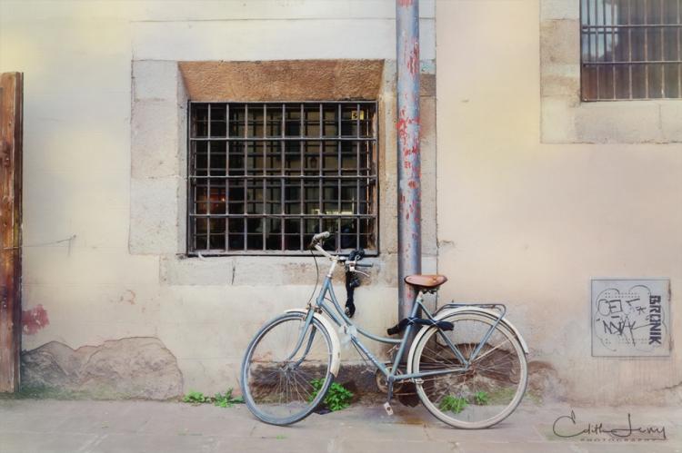 Spain, Barcelona, bicycle, bike, leaning, window, Europe, travel